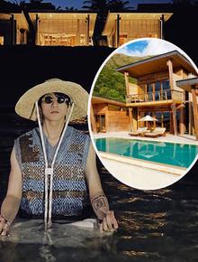 """Sơn Tùng vừa """"ngồi thiền"""" ở hồ bơi của resort 90 triệu/đêm?"""