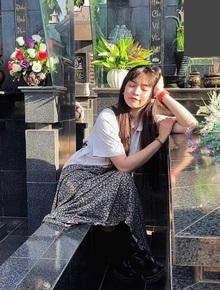 """Khánh Vân gây tranh cãi với loạt ảnh tạo dáng ở bia mộ của người thân quá cố, chính chủ lên tiếng: """"Đã tham khảo qua ảnh nghệ sĩ đi tảo mộ"""""""