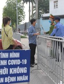 Ảnh: Cận cảnh phong toả Bệnh viện K Tân Triều sau khi ghi nhận 10 ca dương tính SARS-CoV-2