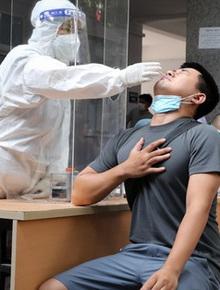 1 quận ở TP.HCM ghi nhận tổng cộng 5.500 ca Covid-19: Nhân viên y tế nỗ lực gấp 3 lần, trực chiến 24/24