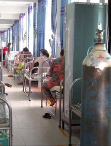 Video cận cảnh bên trong một bệnh viện điều trị Covid-19 tại TP.HCM