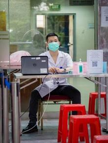 """Ngân hàng máu """"kêu cứu"""" vì nguồn dự trữ cạn kiệt, các điểm hiến máu vắng bóng người do dịch COVID-19"""