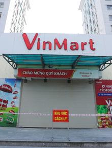 """Hà Nội: Cận cảnh chuỗi siêu thị VinMart, Vinmart+ """"cửa đóng then cài"""" do liên quan ca nhiễm Covid-19"""
