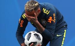 Hình ảnh Neymar ôm mặt đau đớn trên sân tập khiến fan Brazil lo lắng