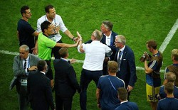 Xem lại màn ẩu đả giữa BHL đội tuyển Đức và Thụy Điển trong trận đấu nghẹt thở