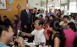 """Một nhà hàng ở Trung Quốc bỗng """"nổi như cồn"""", khách ùn ùn kéo đến nhờ ông Joe Biden ghé thăm vào 9 năm trước"""