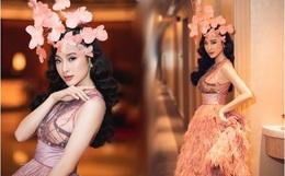 """Lâu lắm mới dự sự kiện, Angela Phương Trinh giữ vững vị trí """"nữ hoàng thảm đỏ"""" với màn đội cả rừng hoa lộng lẫy"""
