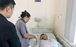 """Cụ ông 80 tuổi bị gã xe ôm đánh nhập viện: """"Nhà tôi chỉ có 2 ông bà ở với nhau, tôi có ra tranh giành khách gì đâu mà đánh tôi dã man quá"""""""