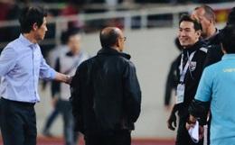 """Trợ lý tuyển Thái Lan """"cà khịa"""" khiến HLV Park Hang-seo nổi giận sau trận đại chiến trên sân Mỹ Đình"""