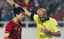 Bị tước bàn thắng, cầu thủ Việt Nam phản ứng dữ dội cho tới khi nhận ra thủ môn Thái Lan bị đau cần sơ cứu