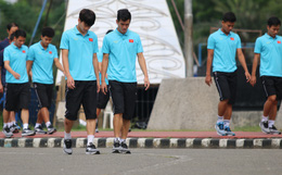 [Chung kết SEA Games 30] Việt Nam vs Indonesia: Các cầu thủ Việt Nam đi bộ thả lỏng trước giờ khai cuộc