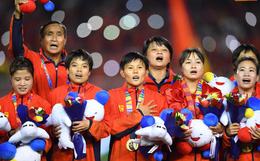 Tuyển nữ Việt Nam ăn mừng lần thứ 6 vô địch SEA Games, sau khi đánh bại Thái Lan nghẹt thở 1-0