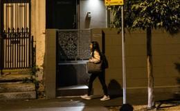 Con gái bị đâm chết ở trung tâm thương mại, cha mẹ càng đau hơn khi biết cô hành nghề mại dâm để đóng tiền học