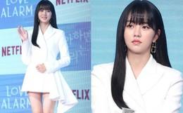 """Sao nhí """"Mặt trăng ôm mặt trời"""" một thời Kim So Hyun lột xác sau tai nạn, tăng cân nhưng đôi chân sao vẫn nuột thế này?"""