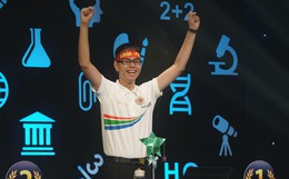 Chung kết Olympia năm thứ 19: Chuyên Phan Bội Châu chiến thắng sau 19 năm chờ đợi, khán giả bật khóc tiếc cho các ứng viên