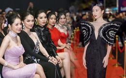 Hiếm khi nhiều Hoa hậu, Á hậu đình đám lại hội tụ hết ở một sự kiện thảm đỏ và màn đọ sắc cùng khung hình còn đỉnh hơn