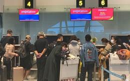Hình ảnh 166 du khách Trung Quốc đeo khẩu trang làm thủ tục rời Đà Nẵng để về lại Vũ Hán