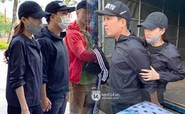 Trường Giang - Nhã Phương nắm chặt tay đồng hành trong chuyến đi cứu trợ miền Trung