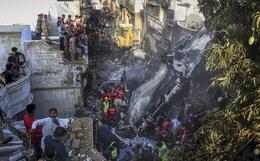 Ít nhất 2 người sống sót trong vụ máy bay Pakistan chở gần 100 hành khách và thành viên phi hành đoàn rơi ở Karachi