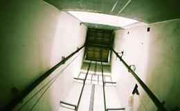 Hà Nội: Bước ra từ thang máy bị kẹt, cô gái 21 tuổi rơi từ tầng 7 xuống đất tử vong