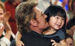 Em bé mồ côi Việt Nam được vợ chồng danh ca Pháp nổi tiếng nhận nuôi gây bất ngờ với cuộc sống và diện mạo sau 17 năm