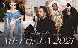 Met Gala 2021: Rosé được chính GĐ sáng tạo Saint Laurent hộ tống đi thảm đỏ, Rihanna và người yêu rủ nhau quấn chăn, CL mặc gì thế này?