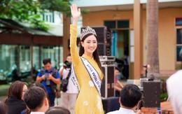 Tân Hoa hậu Lương Thùy Linh đẹp rạng ngời khi diện áo dài nền nã, gây náo loạn khi về thăm trường cũ