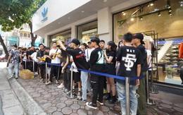 """HOT: Yeezy """"Mây Trắng"""" chính thức mở bán tại Hà Nội, các bạn trẻ rần rần xếp hàng từ sớm chờ đón """"hot girl"""""""