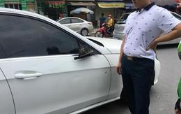 Bị tài xế xe ôm chạy ngược chiều tông rụng gương trị giá gần 60 triệu, cách hành xử của chủ xe sang Mercedes làm ấm lòng cư dân mạng