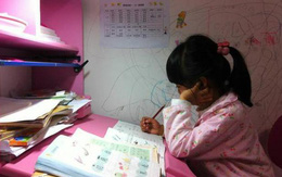 """Bi kịch đau lòng của cô bé 8 tuổi bị mẹ ép học dẫn đến tử vong: """"Mẹ ơi, con mệt quá. Con ngủ một lát mẹ nhé!"""""""