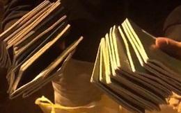 Hàng trăm người trắng đêm bới tung xe rác tìm 29 cuốn hộ chiếu thất lạc cho đoàn khách ở Đà Nẵng