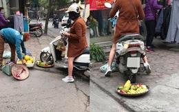 Phẫn nộ hình ảnh người phụ nữ mang bầu lái xe máy cán thẳng qua nia trái cây của cô bán hàng rong ven đường vì ngồi chắn trước cửa hàng
