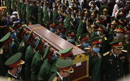 Tang lễ đẫm nước mắt của 22 liệt sĩ hy sinh do núi sạt lở: Tiễn các anh về với quê nhà