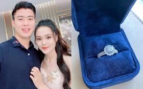 Bạn gái Duy Mạnh khoe nhẫn kim cương to vật vã, đon đả rep comment hứa mời cưới bạn bè: Sắp có happy ending rồi?