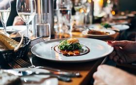 """Chuyên gia hé lộ 12 mánh khoé các nhà hàng sử dụng để thực khách chi nhiều tiền hơn, lưu ý để không """"vung tay quá trán"""" sau này (Phần 2)"""