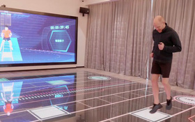 """Ngợp mắt với """"khách sạn tương lai"""" của ông trùm hàng đầu Trung Quốc, tràn ngập robot và công nghệ đầy nhà"""