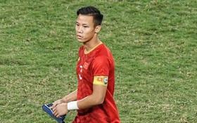 Quế Ngọc Hải đeo băng đội trưởng có thêu hình đặc biệt, HLV Park Hang-seo xin vắng lúc hát Quốc ca Việt Nam ở trận gặp Thái Lan