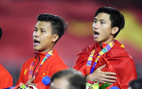 Khoảnh khắc lịch sử: Quốc ca Việt Nam lần đầu vang lên trên bục vinh quang môn bóng đá nam SEA Games
