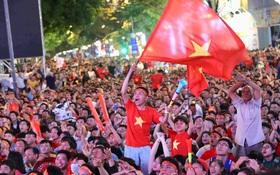 Hàng triệu CĐV như muốn nổ tung trước bàn thắng của Văn Hậu, giúp U22 Việt Nam tiến gần hơn đến giấc mơ HCV Sea Games 30