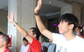 Đội tuyển U22 Việt Nam rời khách sạn về nước, chỉ mình Văn Hậu ở lại