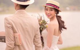 """Vợ sắp cưới của Phan Văn Đức lại nhá hàng ảnh giấu mặt chú rể, caption đi """"mượn"""" nhưng nghe chí lí ghê"""