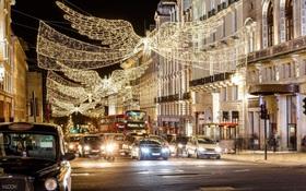 Không khí Giáng sinh rộn ràng trên khắp thế giới, mọi nẻo đường ngập tràn sắc đỏ cùng ánh đèn lung linh