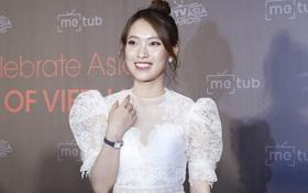 Bắn vèo vèo 4 ngoại ngữ trên thảm đỏ phỏng vấn loạt nghệ sĩ Quốc tế, Khánh Vy được dân mạng khen ngợi hết lời
