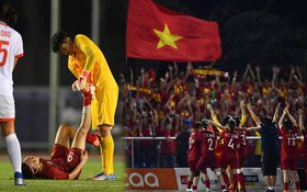 Đội trưởng tuyển nữ Việt Nam đổ gục xuống sân vì kiệt sức sau khi cùng đồng đội giành quyền vào chung kết SEA Games 30