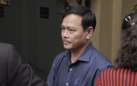 Tiếp tục xử kín vụ bé gái nghi bị dâm ô trong thang máy: Ông Nguyễn Hữu Linh bình tĩnh cùng luật sư xuất hiện tại phiên toà