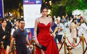 Thảm đỏ khủng sự kiện ra mắt MXH Lotus: Dàn mỹ nhân váy áo lộng lẫy, đọ sắc bất phân thắng bại