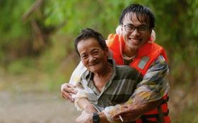 """Chàng trai Quảng Nam 15 ngày dầm mình trong mưa lũ cứu trợ bà con: """"Miền Trung sinh ra bọn mình sức dài vai rộng, bọn mình trở về gánh vác phụ miền Trung"""""""