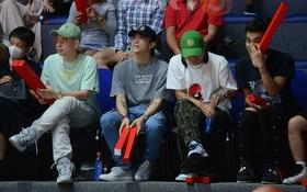 Soobin Hoàng Sơn đến VBA Arena theo dõi trận chung kết sớm