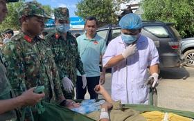 Vụ sạt lở làm hơn 50 người bị vùi lấp ở Quảng Nam: Tìm cách chuyển 5 người bị thương đi cấp cứu