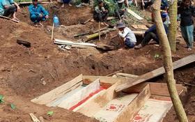Vụ sạt lở kinh hoàng khiến 8 người tử vong ở Trà Vân: 4 người trong 1 gia đình đều tử nạn, hình ảnh nấm mồ chung khiến nhiều người xót xa